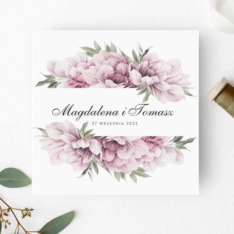 Zaproszenie ślubne w odcieniach różu z bogatymi kwiatami